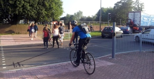 Pedestrians & cyclist at Worthing College